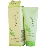 Очищающая пенка с зеленым чаем Welcos Green Tea Moist Cleansing Foam
