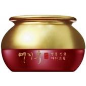Крем для век на основе красного женьшеня Yezihu Red Ginseng Eye Cream