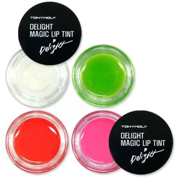 Tony Moly Delight Magic Lip TintПродукт от популярного корейского бренда Tony Moly &amp;ndash; суперустойчивый, ягодный блеск для губ Delight Magic Lip Tint! Средство выполнено в виде ароматного желе, которое придаст Вашим губам красивый оттенок и сочный блеск. Помимо своих чисто декоративных функций, тинт еще и ухаживает за уязвимой кожей губ, увлажняя ее и питая.<br><br>Красящий пигмент (тинт) придаст Вашим губам яркий естественный оттенок, который:<br><br><br>не скатывается<br>не растекается<br>не оставляет следов на посуде и одежде<br>не смазывается после приема пищи<br><br><br>В составе средства экстракты натуральных фруктов &amp;ndash; яблока, винограда и клубники, которые глубоко увлажняют и питают кожу, делая губы более гладкими и нежными.<br><br>Тинт от Tony Moly обладает приятной, не жирной текстурой, которая после нанесения не оставляет липкой пленки и не вызывает чувство дискомфорта. Средство легко наносится и распределяется, Ваши губки преображаются на глазах.<br><br>Объём: 7 гр.<br><br>Способ применения:<br><br>Нанесите нужное количество тинта-блеска на губы и, при помощи кисточки или подушечек пальца, распределите по всей поверхности губ.<br>