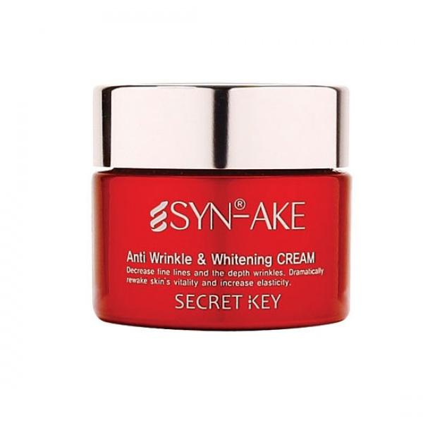 Secret Key SynAke Anti Wrinkle and Whitening CreamКрем с омолаживающим эффектом Syn Ake Anti wrinkle &amp;amp; Whitening Cream от Secret Key - превосходное средство для борьбы с пигментацией и возрастными изменениями на коже, крем эффективно удаляет следы неудачного загара, послеродовые пятна и другие виды пигментации кожи. После систематического применения крема, кожа выглядит ухоженной, сияющей, гладкой и помолодевшей. Увлажняющие и питательные компоненты крема служат для поддержки оптимального уровня воды в коже в течение продолжительного времени.<br><br>Компонент Syn-Ake, содержащийся в омолаживающем креме, это пептид синтетического происхождения, который направлен на поддержание расслабленного состояния мышц лица, по причине которых возникают мимические морщины. На продолжении нескольких дней с начала применения, вещество постепенно снижает глубину морщин, что и было доказано в ходе кратковременных (месячных) исследований in vivo.<br><br>В результате применения крема, в короткое время достигаются следующие успехи:<br><br>1. Самые глубокие морщины на лбу сокращаются в два раза в течение всего 1 месяца.<br><br>2. Кожа удивительным образом разглаживается.<br><br>3. Мимические морщинки в области рта, носа и глаз тоже претерпевают значительные изменения.<br><br>4. Надолго укрепляется естественную защиту кожи.<br><br>5. Кожа разглажена надолго.<br><br>Все подобные кремы с ботокс эффектом имеют некоторые противопоказания:<br><br><br>Период беременности и лактации.<br>Склонность к отечности в области глаз.<br>Нежелательно одновременное нанесение этого крема и кислотных средств, в этом случае польза от них будет минимальная, так как они нейтрализуют друг друга.<br><br><br>Совет:<br><br>Приветствуется предварительная обработка лица гоммажем, пилингом или скрабом, и лишь потом нанесение самого крема, в этом случае в кожу впитается максимальное количество активных веществ. На протяжении 1-1,5 месяцев рекомендовано ежедневное применение продукта по утрам и вечерам, затем мо