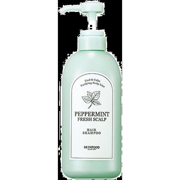 Skinfood Peppermint Fresh Scalp ShampooОчищающая и освежающая сила ментола полезна для волос в любое время года. Она дарит спасительную прохладу в летний зной и избавляет от недостатков ношения зимних головных уборов: препятствует засаливанию волос и активизирует микроциркуляцию. В большом количестве ментол содержится в листьях и стеблях перечной мяты &amp;minus; он составляет 60% то всех действующих веществ растения.<br><br>Экстракт перечной мяты в качестве главного ухаживающего ингредиента шампуня оказывает оздоравливающее и успокаивающее влияние на кожу головы и волосы. Он улучшает приток питательных веществ к луковицам, укрепляя их и стимулируя рост волос. Компонент удаляет избыточный жир с кожи, очищает от пыли и дезодорирует эпидермис. Клеточное дыхание снова становится свободным, и кожа получает достаточное количество кислорода.<br><br>Комплексную заботу Peppermint Fresh Scalp Shampoo дополняет оливковое и эвкалиптовое масло, экстракты гамамелиса, портулака и мандарина. Они создают коже надежный защитный барьер, препятствующий проникновению UV-лучей и токсинов из воздуха, омолаживают, наполняют энергией локоны и эпидермис.<br><br>Очищающая формула шампуня Skinfood способствует удалению всех загрязняющих частиц без вреда для волосяного покрова. Подходит для всех типов волос, но особенно актуален для склонных к жирности и раздражениям.<br><br>&amp;nbsp;<br><br>Объём: 500 мл<br><br>&amp;nbsp;<br><br>Способ применения:<br><br>Вспенить шампунь на влажных волосах, следя за достаточным распределением средства по коже, смыть проточной водой.<br>