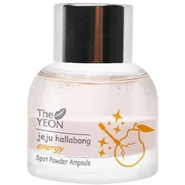 The Yeon Jeju Hallabong Energy Spot Powder AmpouleЭтот продукт от The Yeon состоит из двух слоев, одним из которых является розовая пудра, а другим – высокоэффективная сыворотка. Он входит в коллекцию Jeju Hallabong, которая создана с использованием мандаринового экстракта, богатого витаминами.<br>Energy Spot Powder Ampoule способна глубоко проникать в эпидермис, оказывая свое благотворное воздействие на кожу изнутри. Она борется с проблемой прыщей, излечивая кожу на глубоком уровне и снимая воспаления и успокаивая кожу снаружи. Она эффективно устранит зуд, покраснения, уничтожит вредоносные бактерии.<br>Розовая пудра способствует устранению проблемы акне, она обладает подсушивающим, антибактериальным, очищающим и абсорбирующим действием. К тому же, она избавляет кожу от излишков кожного сала и мертвых клеточек.<br>Мандариновая вытяжка прекрасно насыщает клетки витаминами, укрепляет их защитные функции, тонизирует и снимает воспаления. Она способствует длительному сохранению здоровья и молодости кожи, разглаживает морщинки и придает коже упругость и эластичность.<br>Салициловая кислота, входящая в состав продукта, уничтожает вредные микроорганизмы, снимает воспалительные процессы, убирает всевозможные загрязнения с поверхности кожи, черные точки и мертвые клеточки.<br>Кора ивы оказывает успокаивающее, обеззараживающее и пилингующее действие, она нормализует баланс жирности кожи и великолепно тонизирует.<br>Алоэ и другие полезные растительные экстракты способствуют еще более эффективному лечебному и омолаживающему эффекту продукта.Объём: 15 мл.Способ применения:Наносить точечно при помощи ватной палочки, окунув ее на дно флакончика с сывороткой. Перед использованием продукт НЕ нужно встряхивать.<br>