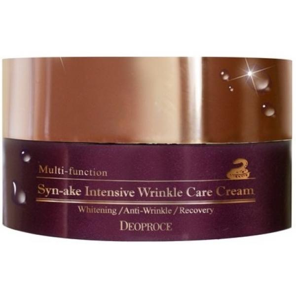 Deoproce SynAke Intensive Wrinkle Care CreamСила змеиного яда в борьбе с возрастными изменениями кожи доказана достаточно давно. И корейская компания Deoproce предлагает своим клиенткам замечательное средство на основе этого действенного ингредиента - Syn-Ake Intensive Wrinkle Care Cream.<br><br>В составе крема идентичный натуральному пептид Syn-Ake синтетического происхождения. Он воздействует на кожу аналогично инъекции ботокса. Средства на его основе расслабляют мускулатуру лица, и морщинки сокращаются за достаточно короткий срок. Плюс такого синтетического пептида заключается в том, что он имеет меньше неблагоприятных последствий, чем ботокс, да и пользоваться им приятнее.<br><br>В составе антивозрастного крема также присутствует аденозин. Этот компонент сокращает морщины и делает кожу подтянутой. Ниацинамид же борется с пигментными пятнами.<br><br>В составе косметического продукта также присутствует гиалуроновая кислота. Она глубоко увлажняет и не вызывает аллергии, а значит, крем на ее основе подойдет коже сухой, чувствительной и подверженной стрессам.<br><br>Экстракты лекарственных трав поддерживают эффект влияния антивозрастных компонентов состава. Кроме того, они насыщают дерму полезными элементами своего состава.<br><br>Крем впитывается хорошо и имеет легкую текстуру, он не жирный. Подойдет средство и обладательницам комбинированной кожи.<br><br>&amp;nbsp;<br><br>Объём: 100 г<br><br>&amp;nbsp;<br><br>Способ применения:<br><br>Крем со змеиным ядом наносится на кожу после ее тонизирования. Далее вы можете накладывать тональную основу.<br>