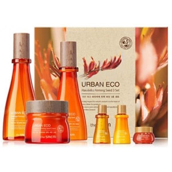 The Saem Urban Eco Harakeke Firming Seed  SetКомплексный уход и непревзойденная забота для кожи лица в наборе средств от бренда The Saem. Уникальность средств состоит в инновационном составе, главным компонентом которого является новозеландский лен. В наборе тоник, эмульсия и крем, а также их миниатюры. Лен, произрастающий в Новой Зеландии, обеспечивает невероятную мягкость кожи, тонизирует, оказывает эффективное воздействие на воспалительные процессы, ранозаживляющее действие, снимает покраснения, раздражения, уничтожает бактерии. Также средства содержат медовый, календуловый, лавандовый, бергамотовый, ромашковый экстракты, пантенол, аденозин. Экстракт меда мануки дополняет действие льна, помогает бороться с воспалительными процессами, оказывает успокаивающий эффект, устраняет проблемы жирной кожи. Экстракт календулы очищает, повышает тонус и эластичность, отбеливает кожный покров. Аденозин противостоит старению, нормализует обменные процессы, запускает рост клеток и восстанавливает их стабильную работу. В результате кожа разглаживается, морщинки уходят. Пантенол обладает укрепляющим действием, стабилизирует синтез коллагена в тканях, регенерирует клетки, обеспечивает упругость кожи. Тоник с приятной на ощупь желеобразной текстурой легко впитывается и начинает действовать практически мгновенно. Эмульсия легко ложится и проникает глубоко в кожные слои, благодаря чему и достигается ее высокая эффективность в деле экспресс-омолаживания кожи. Крем превосходно справляется с важной задачей увлажнения, способствует непревзойденной гладкости кожи, ее шелковистости. Впитывается в считанные секунды, не создает ощущения липкой пленки.<br><br>&amp;nbsp;<br><br>Объём: 180мл/140мл/80мл/20мл/20мл/8мл<br><br>&amp;nbsp;<br><br>Способ применения:<br><br>Тоник нанести на кожу, используя ватный диск.<br><br>Нанести эмульсию на кожу легкими движениями и дождаться, пока средство полностью впитается.<br><br>Нанести на кожу крем похлопывающими движениями.<br>