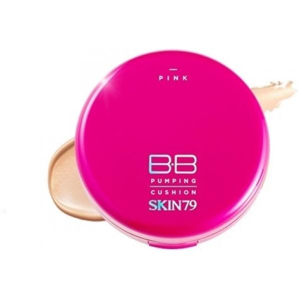 Skin Pink BB Pumping Cushion RenewalУдобный ББ кушон Pink Pumping от бренда Skin79 в ярко-розовой привлекательной упаковке делает кожу идеально ровной и матовой, превосходно маскирует мелкие несовершенства и дефекты. Внутри кушона содержится жидкий флюид, в составе которого находятся только натуральные компоненты. BB Cushion работает сразу в трех направлениях: предотвращает признаки старения, заметно осветляет кожу и защищает ее от воздействия солнца.<br><br>Мягкий флюид способен самостоятельно подстраиваться под естественный тон кожи, он отличается стойкостью, не растекается и не скатывается в течение всего дня. С его помощью можно устранить воспаление и шелушения, ликвидировать сухость кожи, надолго убрать жирный блеск. Компактная форма упаковки ББ кушона позволяет поправлять макияж в любом месте и всегда носить средство с собой в сумке или косметичке.<br><br>&amp;nbsp;<br><br>Объём: 15 гр.<br><br>&amp;nbsp;<br><br>Способ применения:<br><br>При помощи спонжа необходимо легким движением надавить на кушон до появления нужного количества крема. Затем средство равномерно распределяется по коже спонжем, его можно использовать в качестве основного средства во время макияжа для создания идеально ровного покрытия.<br>