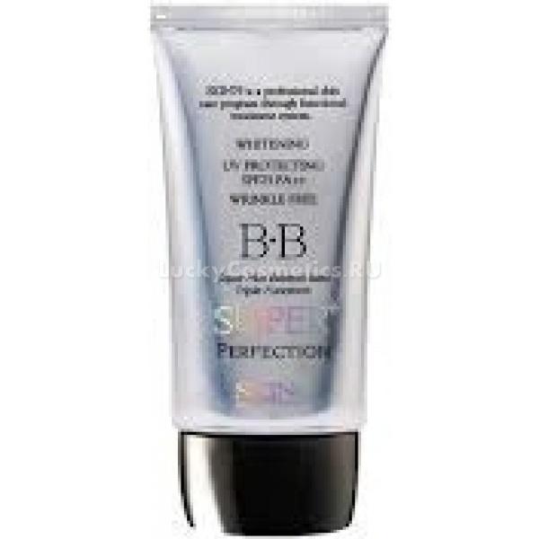 Skin  Super  BB Triple Functions BB Cream silverSkin79 Super + BB Triple Functions BB Cream (silver) удачно сочетал в себе множество полезных для кожи функций: увлажнение, защита и достойная маскировка несовершенств. С ним можно преобразиться в один миг, не прилагая особых усилий. Нежная текстура крема беспрепятственно наносится и тушуется на лице, создавая идеальный и совершенный тон, отличающийся здоровьем и внутренним сиянием. Универсальный оттенок крема способен подстроиться практически под любой цветотип кожи, обеспечивая безупречный и естественный вид кожи.<br><br>Ухаживающие свойства крема обусловлены присутствием в составе полезных растительных экстрактов и элементов:<br><br><br>Зеленый чай &amp;ndash; экстракт этого растения настоящая кладезь важных для кожи элементов и антиоксидантных веществ, это универсальный ингредиент-антисептик, подходящий для применения на коже любого типа и возраста. Вытяжка из растения в составе средства способствует защите кожи от негативного воздействия внешней среды, ускоряет выработку коллагена, разглаживает и смягчает ее, нормализует обменные процессы, матирует, успокаивает, устраняет различные покраснения, угревую сыпь, придает лицу здоровый и сияющий вид.<br>Алоэ вера &amp;ndash; ускоряет обновление кожи, стимулирует кровообращение, очищает, обеззараживает, и успокаивает ее, насыщает необходимой влагой и питательными веществами, поддерживает кожу в тонусе.<br>Лотос &amp;ndash; содержит пептиды, органические кислоты, флавоноиды и множество других полезных элементов. Вытяжка растения благотворно влияет на кожу, увлажняет, питает, заживляет, омолаживает и тонизирует ее, активизирует микроциркуляцию крови, обновляет и защищает клетки кожи от вредного воздействия внешних радикалов, оказывает отбеливающее и мягкое отшелушивающее действие.<br>Арбутин &amp;ndash; способствует понижению синтеза меланина, отвечающего за образование пигментных пятен на коже. Не оказывает негативного влияния на клетки кожи, не токсичен, действует непоср