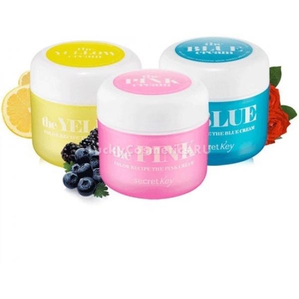 Secret Key Color Recipe The Blue CreamЛегкий увлажняющий крем из линии Color Recipe в голубой баночке, предназначен для сухой и обезвоженной кожи. Состав крема насыщен растительными экстрактами, содержащимися в специальных микрокапсулах, которые при соприкосновении с кожей наполняют ее влагой, тонизируют и увлажняют. При регулярном применении Color Recipe The Blue Cream кожа будто сияет изнутри, она более уплотненная, упругая и эластичная. Гиалуроновая кислота и растительные экстракты дарят коже необходимое увлажнение и питание, обеспечивая ей здоровый вид и ровный тон.<br><br>С увлажняющим кремом от Secret Key вы забудете о бесконечной сухости, раздражениях, стянутости и шелушении. Крем приятно увлажняет и успокаивает чувствительную кожу.<br><br>Основными компонентами крема являются:<br><br><br>Экстракт портулака &amp;ndash; разглаживает мелкие морщинки, успокаивает кожу, устраняет воспаления.<br>Экстракт розы &amp;ndash; стимулирует выработку коллагена, укрепляет каркас кожи, дарит ей ровный и здоровый цвет, является хорошей профилактикой купероза.<br>Экстракт лимона &amp;ndash; благодаря содержащимся кислотам лимон отбеливает кожу, а имеющиеся витамины приводят кожу в тонус, защищают от вредного воздействия внешней среды.<br>Экстракт лотоса &amp;ndash; ускоряет выработку коллагена, помогает поддерживать баланс влаги в коже, осветляет ее тон.<br>Экстракт лаванды &amp;ndash; действует успокаивающе на чувствительную и раздраженную кожу, восстанавливает и укрепляет ее.<br>Гиалуроновая кислота &amp;ndash; обеспечивает длительное увлажнение, улучшает тургор кожи.<br>Вытяжка меда мануки &amp;ndash; действует как главный питательный элемент, повышает упругость и эластичность кожи, придает ей бархатистость.<br><br><br>Крем имеет гелевую консистенцию и приятный аромат, быстро впитывается, оставляя после себя приятное чувство увлажненности и свежести. Не создает на коже неприятного ощущения непроницаемой пленки и не скатывается. Прекрасно &amp;laquo;дружит&amp;raquo; с уход