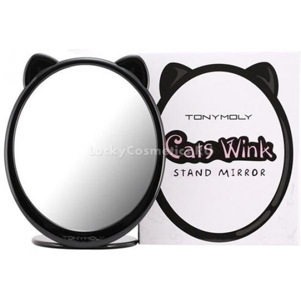 Tony Moly Cats Wink Stand MirrorЗеркальце от корейского бренда Tony Moly должно поселиться на туалетном столике каждой девушки. Этот полезный и красивый аксессуар будет ежедневно поднимать вам настроение.<br><br>Забавное настольное зеркало имеет овальную форму и помещено в пластиковый корпус. Его кокетливые ушки не могут не вызвать улыбку. Аксессуар для повседневного ухода за кожей лица понравится даже самой стильной моднице. Он прекрасно сочетается с любым дизайном интерьера и всегда будет напоминать женщине о ее привлекательности.<br><br>Косметическое зеркальце станет хорошим помощником для тех девушек, которые верят в плохие приметы. Внешне оно выглядит очень утонченно и даже хрупко. Однако на самом деле его не так уж просто и разбить. Изделие изготовлено на основе закаленного материала, который выдерживает даже сильные удары. Размеры аксессуара – 16 х 18,5 см. Благодаря наличию устойчивой подставки, зеркало можно не держать во время нанесения или снятия макияжа.<br><br><br><br>Объём: 1 шт<br><br><br><br>Способ применения:<br><br>Использовать во время нанесения декоративной и уходовой косметики, а также при необходимости.<br>