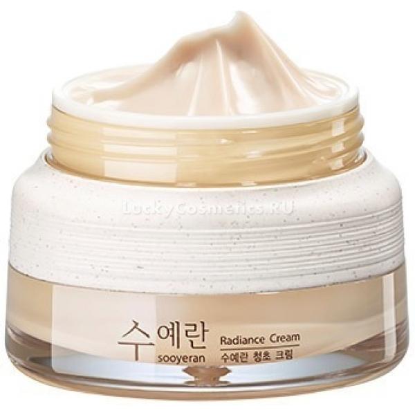 The Saem Sooyeran Radiance CreamЭто средство способно сделать кожу лица более яркой, свежей и сияющей, избавить от тусклости и следов усталости, при этом подтягивая ее.  Radiance Cream интенсивно увлажнит и поспособствует ускорению процессов клеточного обновления, благодаря чему морщинки разгладятся, а кожа станет прочнее.<br>Средства линии Sooyeran содержат ценные вытяжки растений, которые стираются в мельчайший порошок для наиболее глубокого проникновения в глубокие слои кожи, увеличивая скорость протекания обменных процессов, регенерации, давая защиту клеткам изнутри.<br>Аденозин интенсивно тормозит процессы увядания, он способствует исчезновению морщин, защищает от окисления, продлевает молодость кожи. Помимо этого, он способствует активной выработке коллагена, благодаря чему кожа приобретает тонус и упругость, а морщины разглаживаются.<br>Ниацинамид способствует интенсивному осветлению, он блокирует выработку пигмента меланина, разглаживает морщинки, стимулируя регенерацию, придает коже защитные функции, являясь антиоксидантом.<br>Масло макадамии богато жирными кислотами, которые дают коже интенсивное питание, мягкость, увлажнение и гладкую структуру.<br>Продукт имеет нежную текстуру, легко наносится и мгновенно впитывается. Он способен избавить от нежелательной пигментации, смягчить и увлажнить кожу, омолаживая ее.Объём: 60 мл.Способ применения:Наносить на кожу после очищения и тонизирования, впитать массажными движениями.<br>