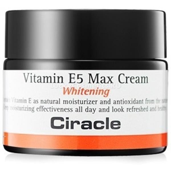 Ciracle Vitamin E Max CreamЧастые стрессы, недосыпание и вредные примеси в воздухе городской среды портят внешний вид кожи. В результате она становится тусклой, вялой и уставшей. Наполнить клетки жизненной энергией и зарядить витаминами поможет инновационный осветляющий крем – антиоксидант от южнокорейского бренда Ciracle. Легкая текстура Vitamin E5 Max Cream мгновенно проникает в глубокие слои дермы, активируя процессы регенерации клеток и восстанавливая здоровье кожного покрова. При этом продукт не оставляет на коже следов липкости или жирности, помогает контролировать работу сальных желез и дарит коже легкость в течение всего дня. Питательная формула средства разработана на основе витамина Е. Он является прекрасным источником увлажнения, интенсивного питания клеток и поддержания здоровья кожи. Благодаря высокой концентрации витамина Е кожа становится более эластичной, подтянутой и упругой. Осветляется пигментация, следы постакне и темные круги в области глаз. Средство создает на поверхности кожи прочный невидимый барьер, который предотвращает образование свободных радикалов, минимизирует негативное влияние УФ – излучений и температурных колебаний. При регулярном использовании средства можно подтянуть контур лица, устранить морщины и дряблость. Эффективность средства доказана в 45 странах мира.Объём: 50 мл.Способ применения:На предварительно очищенную и тонизированную кожу нанесите продукт, распределяя легкими похлопывающими движениями до полного впитывания. Можно использовать в качестве ночного регенерирующего средства.<br>