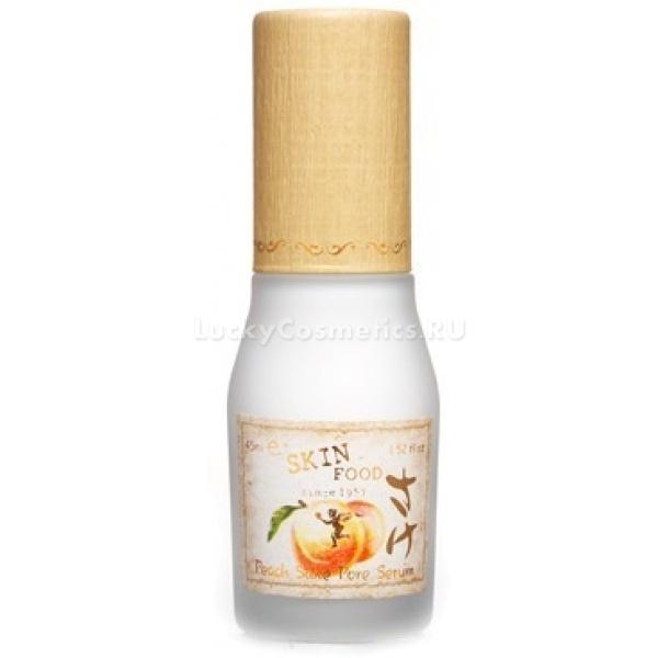 SkinFood Peach Sake pore serumСерум для сужения пор  SkinFood Peach Sake pore serum обладает всеми преимуществами легкой сыворотки, имеет тающую и быстро впитывающуюся текстуру, сужает поры, поддерживает их в чистоте. Сыворотка оказывает бережный уход, смягчает, увлажняет, слегка осветляет и матирует кожу. Прекрасно подходит в качестве базы под тональные средства.<br>Сыворотка отлично справляется с забитыми порами, сужает их, выравнивает поверхность кожи, и оказывает себорегулирующее действие. С ней ваша кожа матирована на весь день.<br><br>Главные достоинства серума от СкинФуд:<br>1. Приятный, притягивающий запах ароматного и сладкого персика.<br>2. Приятный состав.<br>3. Легкая  текстура крема, которая моментально впитывается, придает коже матовость, мягкость, шелковистость и умопомрачительный аромат.<br>4. Удобный дизайн флакона – стеклянный пузырь и качественная помпа-дозатор.<br>5. Средство прекрасно подходит в качестве базы под макияж – тональные и бб основы на нее легко ложатся, не выделяют шелушений и не скатываются.<br>Состав сыворотки прост и эффективен, в нем присутствуют экстракт персика, вытяжка из рисового фермента и силиконовая пудра.<br>Экстракт рисового фермента – источник огромного разнообразия витаминов, аминокислот, минеральных солей и ферментов. Рисовый экстракт стимулирует жизненные процессы в структуре кожи, ускоряет кровообращение, способствует осветлению пигментных пятен, смягчает кожу, придает ей приятную шелковистость.<br>Персиковый экстракт – увлажняет кожу, предупреждает возникновение мимических морщин, питает, восстанавливает ее упругость и эластичность. Входящие в состав кислоты оказывают отшелушивающий и отбеливающий эффект.<br>Силиконовая пудра – разглаживает кожу, скрывает поры и мелкие морщины, придает коже приятное ощущение бархатистости, также обеспечивает качественное нанесение тональных средств.Объём: 45 мл.Способ применения:после привычного базового ухода, нанести на лицо сыворотку. Ее можно использовать перед нанесением, или 
