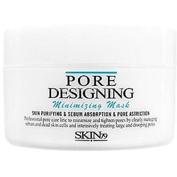SKIN Pore Designing Minimizing MaskМаска для очистки и сужения пор идеально подойдет обладательницам проблемной, жирной и молодой кожи. Средство, глубоко проникая в верхний слой дермы, извлечет отложения секрета, жира и внешних загрязнений из пор. Это приведет к их сужению, а значит, к выравниванию цвета и рельефа кожи.<br><br>Основными ингредиентами маски для очистки пор являются:<br><br>цветочный комплекс;<br><br>марокканская лавовая глина, обладающая подсушивающим и успокаивающим эффектом;<br><br>отвар из цветков гибискуса;<br><br>сода, способствующая более глубокому очищению;<br><br>экстракты камелии японской и цветов лотоса, смягчающие и питающие кожу;<br><br>бутилавокадат;<br><br>бентонит, контролирующий работу сальных желез.<br><br>Такой набор компонентов смягчает кожу, освежает ее, надолго оставляя впечатление свежести и чистоты. Также маска эффективно борется с ороговевшими клетками, делая цвет лица более ярким и здоровым.<br><br>&amp;nbsp;<br><br>Объём: 100 гр<br><br>&amp;nbsp;<br><br>Способ применения:<br><br>На очищенную заранее кожу нанести маску для сужения пор, сделать ее слой ровным и оставить сохнуть на 10&amp;mdash;13 минут. Затем удалить остатки вещества теплой водой.<br><br>Применять продукт необходимо один или два раза в неделю. Комплексное использование вместе с остальными средствами линейки принесет более заметный результат.<br>