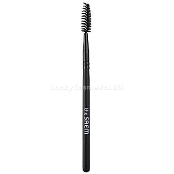 The Saem Mascara BrushОтдельная кисточка для туши поможет вам достигать самых разнообразных эффектов макияжа глаз, используя всего одно косметическое средство. Она удобна и проста в использовании и уходе, с кисточкой Mascara Brush вы не только удлините ресницы, но и придадите им дополнительный объем, пышность, изящный изгиб, делающий глаза визуально больше и выразительнее.<br><br>Кисточка, обычно прилагаемая к туши, не всегда способна качественно прокрасить каждую ресничку и равномерно распределить средство, не оставляя комочков.<br><br>Кисточкой от The Saem можно наносить не только тушь, но и укрепляющее масло, моделирующие средства или тонирующее средство для окраски ресниц.<br><br>&amp;nbsp;<br><br>Объём: 1 шт.<br><br>&amp;nbsp;<br><br>Способ применения:<br><br>Очистите ресницы, используя средство для демакияжа. Даже если вы еще не нанесли тушь, следует очистить ресницы, обезжирить их.<br><br>Наберите тушь на кисточку и нанесите первый слой. Стороной кисти, где ворсинки более густые и короткие, прокрашивайте среднюю часть ресниц для придания объема. Более длинные и редкие ворсинки дают удлиняющий эффект. Изгиб кисточки позволяет слегка завить ресницы прямо в процессе нанесения туши.<br>