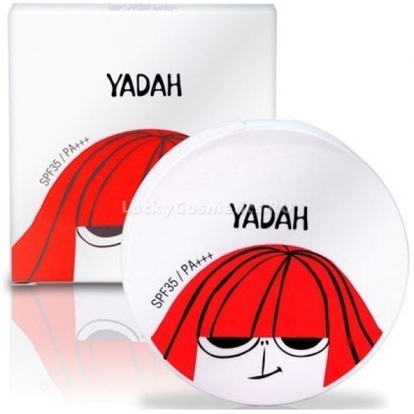 Yadah Air Powder PactДля того, чтобы закрепить макияж, придать лицу свежесть, холеность и здоровую матовость, достаточно лишь пары взмахов пуховкой. Легкая компактная пудра Yadah Pact станет отличным завершающим штрихом, визуально делая кожу безупречной. Мягкая полупрозрачная текстура Air Powder не создает эффекта маски, а универсальные оттенки с теплым желтым и холодным розовым подтонами идеально подстраиваются под каждую красавицу. За счет мелкого помола и продуманного цвета, пудра способна рассеивать свет, создавая эффект блюра на коже, что делает ее более ровной и сияющей. Компактную пудру удобно носить в сумочке, поправляя макияж в течение дня и не опасаясь, что продукт разобьется или просыплется. Продукт подойдет обладательницам любого типа кожи, так как не подчеркивает шелушения за счет мельчайшего помола и отлично абсорбирует кожный жир, не давай лицу блестеть. Экстракт опунции, содержащийся в составе, призван защищать личико от негативного воздействия окружающей среды, оберегая кожу от обезвоживания, пересушивания под солнечными лучами. Среди компонентов формулы нет парабенов, искусственны красителей и ароматизаторов, минерального масла, которые способны моментально забить поры и спровоцировать высыпания или даже акне.Объём: 9,7 гр.Способ применения:Использовать в качестве финального штриха макияжа для закрепления тонального средства, либо самостоятельно для придания коже матовости. Наносить легкими движениями по массажным линиям при помощи пуховки или кисти для пудры.<br>
