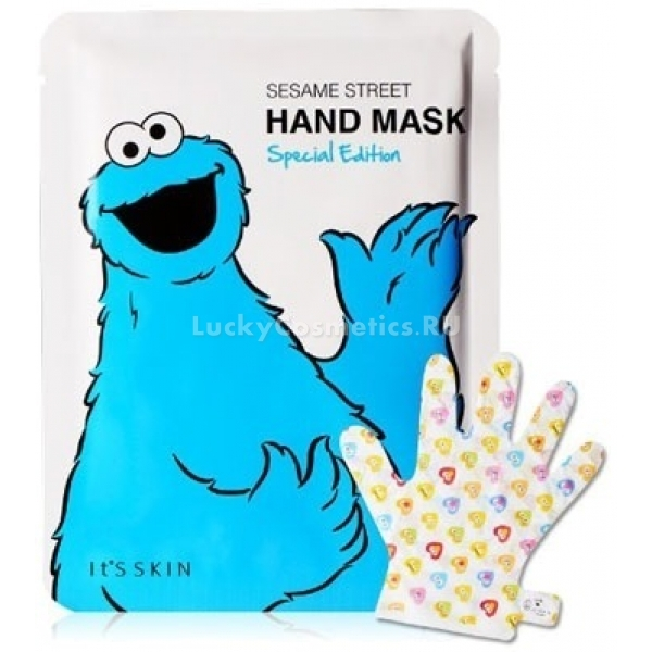 Its Skin Sesame Street Hand Mask Special EditionЗима, холода, потерянные перчатки, вода, отопление – всё это очень не нравится нашим рукам. Спасти сухую кожу, которой надоело мерзнуть, шелушиться и болеть, может только супергерой! Например, Коржик с улицы Сезам. Из ингредиентов маски для рук Sesame Street Hand Mask Special Edition можно было приготовить что-нибудь вкусненькое: рис, ячмень, персик и масло ши как нельзя лучше подходят для печенек.<br>Однако специалисты корейской марки Its Skin, обратив внимание не на питательную ценность, а на полезные свойства этих продуктов, решили пожалеть наши талии и побаловать ручки. SOS-перчатки, пропитанные концентрированным лосьоном, меньше чем за полчаса сделают кожу рук мягкой и увлажнённой, избавят от шелушения и чувства стянутости. Благодаря удобным застежкам на запястье они никуда не соскользнут и не помешают неотложным делам.<br>Экстракты злаков (риса, ячменя и киноа) помогает коже регенерироваться, повышают её упругость и разглаживают мелкие морщинки. Персик увлажняет и тонизирует кожу, а масло ши (карите) способствует синтезу волокон коллагена.Объём: 14 мл.Способ применения:Наденьте перчатки на чистые сухие руки. Через 20 минут снимите. Остатки средства вотрите легкими массирующими движениями.<br>