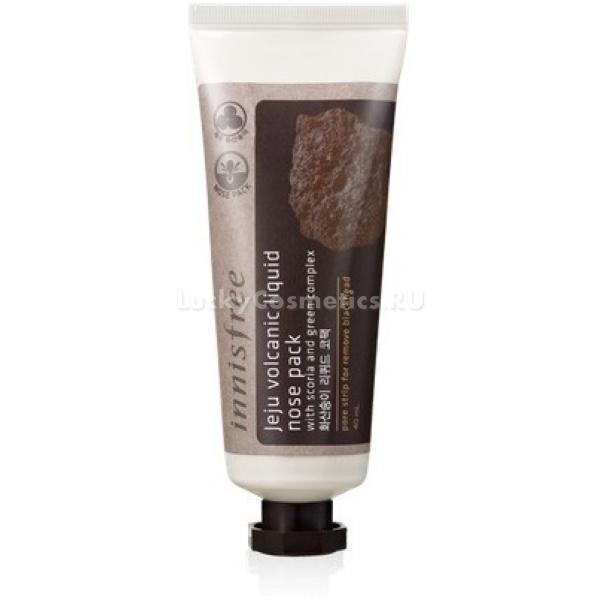 Innisfree jeju volcanic liquid nose packМаска-пленка от черных точек Innisfree jeju volcanic liquid nose pack на основе вулканической глины предназначена для эффективного очищения пор комбинированной, жирной и проблемной кожи. Натуральные ингредиенты средства, происхождением с корейского острова Чеджу, обладают выраженными антиоксидантными, противовоспалительными и дезинфицирующими свойствами.<br>Маска-пленка способна тщательно и глубоко очистить поры, вытянуть из них все содержимое и сузить их.<br>Свойства маски:<br>Эффективно очищает поры.<br>Восстанавливает гидробаланс кожи.<br>Выводит токсины и насыщает ее необходимыми минеральными компонентами.<br>Предотвращает раздражения и воспаления на лице, обеспечивает дезинфекцию и защиту надолго.<br>Помимо вулканической глины в составе маски присутствуют экстракты:<br>Алоэ.<br>Камелии.<br>Орхидей.<br>Цитрусовых.<br>Портулака.<br>Амарантуса.<br>Фикуса.<br>Центеллы азиатской.<br>Исключено присутствие ароматизаторов, искусственных красителей, минерального масла и парабенов.<br>Маска-пленка прекрасно справляется с жирностью и образованием комедонов, которые влекут за собой различные воспаления.  Мощное дезинфицирующее действие продукта обеспечивает уничтожение патогенных бактерий и грибков, освобождает кожу от токсинов. Действенно и бережно удаляет ороговевший слой кожи.<br>Помимо очищающего действия, маска восстанавливает и поддерживает оптимальный уровень влаги в коже, предотвращая ее пересушивание и раздражение. При регулярном применение позволяет полностью избавится от высыпаний и акне.<br>Преимущества маски:<br>Удобство применения. Маска проникает в наиболее труднодоступные зоны лица – хорошо распределяется и ложится на изгибах, обеспечивая наиболее тщательную чистку кожи.<br>В отличие от пластыря маска буквально затекает в поры, цепляя и вынимая наружу их содержимое.<br>Воздействует мягко, не травмирует нежную кожу.<br>Удаляется одним движением руки.<br>Достаточно экономична.<br>Благодаря однородной консистенции легко 