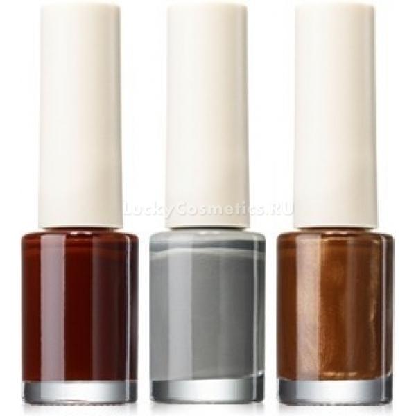 The Saem Saemmul NailsЛаки от корейского бренда The Saem отличаются стойкостью и текстурой, облегчающей нанесение. Данные лаки имеют насыщенные оттенки с глянцевым финишем. Лак укомплектован удобной широкой кисточкой, которая отлично скользит по ногтевой пластине, обеспечивая идеально равномерный и тонкий слой нанесения.<br><br>&amp;nbsp;<br><br>Объём: 7мл<br><br>&amp;nbsp;<br><br>Способ применения:<br><br>Перед маникюром с использованием лака для ногтей вымойте руки &amp;ndash; это обезжирит ногтевую пластину. Смажьте кутикулы кремом или специальным средством для защиты от пятен лака. Если поверхность ногтевой пластины недостаточно ровная, рекомендуется отполировать ее с использованием специальной деликатной пилочки с очень мелким напылением.<br><br>Теперь можно приступать: сядьте так, чтобы у локтя и запястья руки, над которой проводятся манипуляции, была опора. Для этого можно использовать стол и специальную подставку для кисти.<br><br>Начинайте наносить лак с центральной части ногтя, поставив точку на расстоянии нескольких миллиметров от основания. Теперь доведите линию до основания и, не отрывая кисточки от рабочей поверхности, проведите линию до края ногтевой пластины. Проведите две линию, справа и слева от центральной, используя эту же технику.<br><br>Наносить лак лучше в два слоя &amp;ndash; так лучше раскроется глубина и насыщенность оттенка, а также в этом случае лак позже начнет осыпаться.<br>