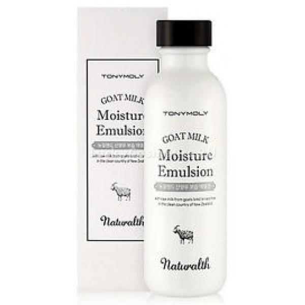 Tony Moly Naturalth Goat Milk Moisture EmulsionНатуральный компонент эмульсии - козье молоко, приезжает из Новой Зеландии, которая славится своими лугами, полными сочной зеленой травы.<br><br>Данный компонент богат полезными минералами, витаминами и микроэлементами. Многофункциональность козьего молока заключается в том. что оно не только питает кожные покровы, но и защищает их. Тон кожи выравнивается и осветляется.<br><br>Эмульсия на основе козьего молока Tony Moly Naturalth Goat Milk Moisture Emulsion<br><br>в течении всего дня оберегает кожу, поддерживает нормальный уровень водного баланса. Кожа защищена от сухости и обезвоживания.<br><br>Благодаря наличию в составе козьего молока, кожа вырабатывает природный коллаген, который отвечает за молодость и эластичность эпидермиса. Происходит омолаживание кожи и регенерация на клеточном уровне.<br><br>Также молоко создает барьер для вредных бактерий, воспалений и шелушения.<br><br>Керамиды, как дополнительный компонент, дарят коже увлажнение, восстанавливают верхний слой эпидермиса. Кроме того, керамиды эффективно избавляют от морщин и предотвращают негативное воздействие извне. Кожа становится бархатистой и нежной.<br><br>Столь известная своими полезными свойствами гиалуроновая кислота возвращает коже необходимые ей эластин и коллаген. Она сводит не нет любые кожные повреждения и улучшает иммунитет эпидермиса. С помощью кислоты замедляется старение и предотвращается негативное воздействие окружающей среды.<br><br>Гиалуроновая кислота известна своим свойством создавать защитный тонкий слой, который отвечает за сохранение водного баланса в течение всего дня. Данная функция защищает кожу от обезвоживания и сухости. При этом кожные покровы не закупориваются и остаются открытыми для кислородного питания.<br><br>Постоянное использование эмульсии дает отличные результаты: кожа защищена от сухости и раздражения, удаляются омертвевшие клетки, морщины и пигментация. Кожные покровы восстанавливают натуральный тон, приобретают бар