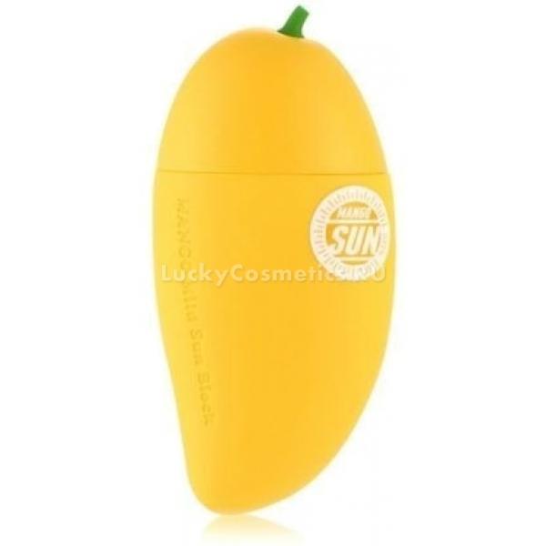 Tony Moly Magic Food Mango Mild Sun BlockЭтот крем на основе ценного масла манго разработан для эффективной защиты кожи от ультрафиолета. Когда на вашем туалетном столике появится это средство, вам не нужно будет избегать прямых солнечных лучей.<br><br>Презентабельный дизайн флакона выполнен в форме солнечного тропического фрукта. Изумительный нежный аромат средства также напоминает о главном его компоненте &amp;ndash; масле плода манго. Легкий фруктовый коктейль не просто защитит кожу, но и подарит ей мягкость, шелковистость и внутреннее сияние. Его нежная текстура моментально поглощается кожей, не оставляя жирности или блеска.<br><br>Крем с высокими защитными свойствами обогащен экстрактами цитрусов, папайи, гуавы и банана. Косметический продукт усиленно увлажняет кожу, делает ее ровной и шелковистой. Крем с мощным солнцезащитным фактором помогает обрести равномерный загар, предупредить ожоги, покраснения и шелушения.<br><br>Средство не вызывает раздражений, подходит к использованию для чувствительного типа кожи, а также склонного к аллергическим реакциям. Не оставляет следов на теле и одежде.<br><br>&amp;nbsp;<br><br>Объём: 45 мл<br><br>&amp;nbsp;<br><br>Способ применения:<br><br>Крем следует наносить на чистую кожу за 20 минут перед выходом на открытое солнце.<br>