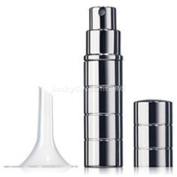 The Saem Perfume BottleСтеклянный флакон предназначен для хранения парфюма. Оригинального дизайна емкость придаст любым духам стильный вид. Она незаменима для ценителей изысканной парфюмерии.<br><br>Емкость оснащена качественным пульверизатором, который не засоряется и отлично распыляет духи. Стекло обеспечивает парфюмерии защиту от солнечных лучей, пагубно воздействующие на состав ароматной композиции.<br><br>Во флакон вы сможете перелить свои любимые духи. Емкость отличается компактными размерами. Она займет совсем немного места и не помешает даже в небольшой сумочке. Вы сможете всегда взять уменьшенную версию своего любимого аромата с собой в путешествие или командировку.<br><br>&amp;nbsp;<br><br>Объём: 5 мл<br><br>&amp;nbsp;<br><br>Способ применения:<br><br>Перелейте во флакон духи или туалетную воду. Для каждого парфюма используйте новую емкость.<br>