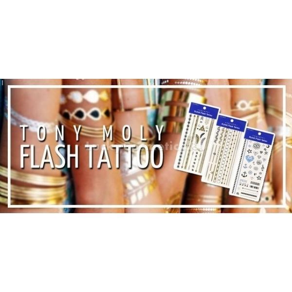 Флеш тату для тела Tony Moly  Flash Tattoo Egyptian nightХотите идти в ногу со временем или просто дополнить свой образ необычным элементом? Тогда вам на помощь придет временная тату от корейского бренда Tony Moly. Flash Tattoo отлично подойдут для тематических вечеринок и походов на пляж, а таинственные символы придадут загадочность вашему образу.<br><br>Временные татуировки имеют стильный дизайн и отлично держатся на коже. С их помощью вы сможете украсить любую часть тела. Такая татуировка будет радовать вас как минимум неделю, а при необходимости ее можно будет легко удалить.<br><br>Переводные татуировки представлены в трех вариантах:<br><br>01 &amp;laquo;Egyptian Night&amp;raquo; - состоящий из классических браслетов на запястья, нескольких золотых перьев и геометрических фигур<br><br>02 &amp;laquo;Fake Jeweling&amp;raquo; включающий браслеты и цепи различных цветов, отлично подходящие для украшения кистей рук, пальцев или голеней.<br><br>03. &amp;laquo;Body Sketch&amp;raquo; набор включает оригинальные скетч картинки, которые отлично подойдут для любого тематического образа.<br><br>&amp;nbsp;<br><br>Объём: 1 шт.<br><br>&amp;nbsp;<br><br>Способ применения:<br><br>Выберите татуировку, вырежьте рисунок и аккуратно приложите к коже изображенем вниз. Намочите тату обычной водой с помощью ватного диска. И по истечению 20-30 секунд снимите верхнюю часть. Аккуратно просушите рисунок с помощью полотенца.<br><br>Если вам необходимо удалить тату, воспользуйтесь средством на основе масел, например гидрофильным или любым косметическим маслом.<br>