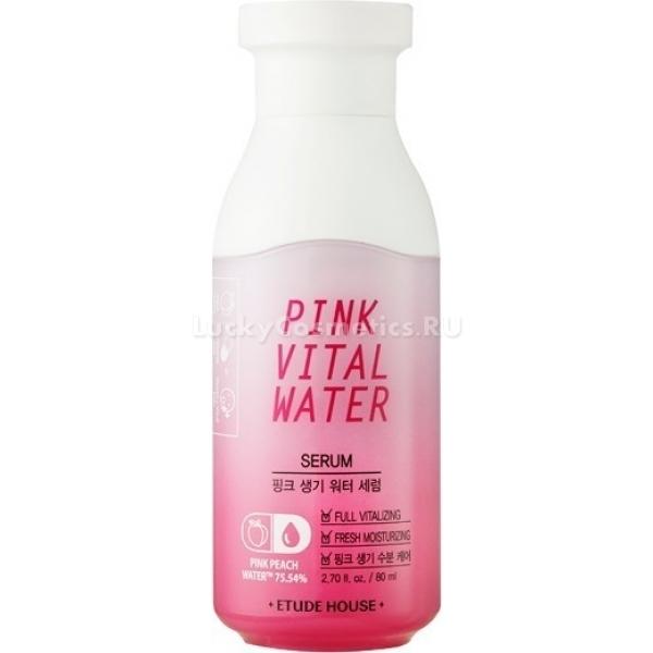 Сыворотка для лица с экстрактом персика Etude House Pink Vital Water SerumТакая утонченная с виду, но такая сильная по эффективности действия сыворотка Vital Water Serum создана для мгновенного питания и увлажнения даже очень уставшей кожи. Она фактически полностью состоит из воды, добытой из персиков, без красителей и отдушек.<br>Эта самая вода надежно удерживает влагу во внутренних слоях кожи, обеспечивает тем самым максимальное увлажнение, свежесть и здоровый вид кожи, а также разглаживает мелкие морщинки, если таковые имеются. Лицо сразу же выглядит более молодым и сияющим изнутри.<br>Помимо персика, в сыворотке Etude House Pink присутствует целый ряд растительных экстрактов и витаминов, усиливающих действие основного компонента.<br>Благодаря легкому гелеобразному виду сыворотка мгновенно впитывается в кожу и дарит ей истинное удовольствие. Видимый результат уже после перового применения! Лицо приобретает свежий отдохнувший оттенок, тонизируется и сияет, а на ощупь становится как бархатистый персик. Подходит для всех типов кожи и возрастов.Объём: 80 мл.Способ применения:Выдавить небольшое количество сыворотки на кончики пальцев, затем распределить по очищенному и обработанному тоником лицу. Приветствуется деликатный непродолжительный массаж лица для усиления эффекта.<br>