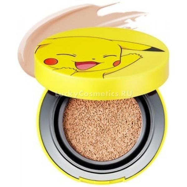 Tony Moly Pikachu Mini Cover Cushion Pokemon EditionЭто тональное средство в удобном формате кушона от южнокорейского бренда косметической продукции Tony Moly входит в коллекцию продуктов с милым дизайном - Pokemon Edition.<br>Pikachu Mini Cover Cushion обладает невероятно легкой и невесомой консистенцией, равномерно распределяется по коже и ложится прозрачным слоем, маскируя все видимые несовершенства на коже.<br>Средство содержит ухаживающие компоненты, которые способствуют продлению молодости кожи и полноценному уходу за ней в течение дня. Солнцезащитный фильтр препятствует преждевременному увяданию кожи, надежно защищая клетки от разрушения под воздействием ультрафиолета.<br>Ниацинамид прекрасно осветляет и выравнивает тон лица, придавая ему свежесть и устраняя нежелательную пигментацию. К тому же, он активизирует процессы клеточного обновления кожи и синтеза коллагена.<br>Вытяжка алоэ на глубоких слоях эпидермиса оказывает свое увлажняющее, питательное и успокаивающее воздействие. Она способна эффективно бороться с вредными бактериями на поверхности кожи, препятствуя возникновению воспалительных процессов.<br>Продукт обладает великолепной стойкостью в течение всего дня. Он выпускается в двух возможных вариантах: натуральный и теплый беж.Объём: 9 гр.Способ применения:Наносить на кожу лица после процессов ее очищения и тонизирования, равномерно распределяя спонжем.<br>