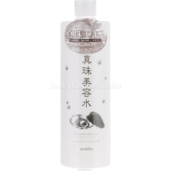 Alovivi Pearl Essence Skin LotionЖемчуг &amp;ndash; это не только поэтичный дар моря человеку, но и частый активный компонент косметических средств. Экстракт жемчуга содержится в ухаживающем лосьоне для кожи от японского бренда Alovivi.<br><br>Этот питательный ингредиент используется в качестве омолаживающего вещества. Регулярное применение лосьона с жемчугом стимулирует естественные процессы, протекающие в коже &amp;ndash; активизируется регенерация (обновление), ускоряется метаболизм в клетках.<br><br>Экстракт жемчуга встает на зищату клеток от губительного бесчинства свободных радикалов, влияния УФ-лучей, ветра и других факторов, тем самым выполняя функцию антиоксиданта. Гиалуроновая кислота заботится о длительном увлажнении, помогает дольше удерживать живительную влагу, чтобы кожа не пересыхала в течение дня.<br><br>Использование лосьона оказывает выраженный омолаживающий и увлажняющий эффект. Кожа разглаживается, возвращается тонус, она становится более эластичной и упругой, Сокращаются мелкие морщинки, цвет лица постепенно преображается, становится здоровым и сияющим, исчезают пигментные пятнышки.<br><br>Лосьон был протестирован дерматологами и подходит для любого типа кожи, включая комбинированный и чувствительный типы.<br><br>&amp;nbsp;<br><br>Объём: 500 мл.<br><br>&amp;nbsp;<br><br>Способ применения:<br><br>Можно использовать как для лица, так и для тела. На предварительно очищенную кожу нанести средство, лешкими движениями массажировать до впитывания.<br>