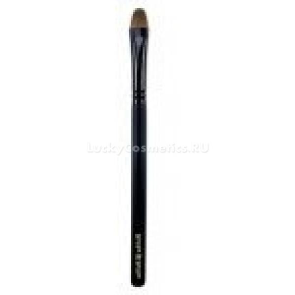 Holika Holika Large Eye Shadow BrushСпециальная кисть для нанесения теней с удобной длинной ручкой от Holika Holika поможет создавать великолепный макияж на каждый день. Красящая поверхность кисти изготовлена из натурального ворса, мягкая. Кисть равномерно распределяет тени по поверхности века, не позволяет им осыпаться, а длинная ручка удобно ложится в руку. Прекрасно подходит для всех типов теней, в том числе кремовой текстуры, а также для консилера для области носа и нижних век. Позволяет не только идеально нанести тени, но и растушевывать их.<br><br>&amp;nbsp;<br><br>Объём: 20 г<br><br>&amp;nbsp;<br><br>Способ применения:<br><br>При помощи кисти нанести тени на поверхность века, при необходимости растушевать.<br>