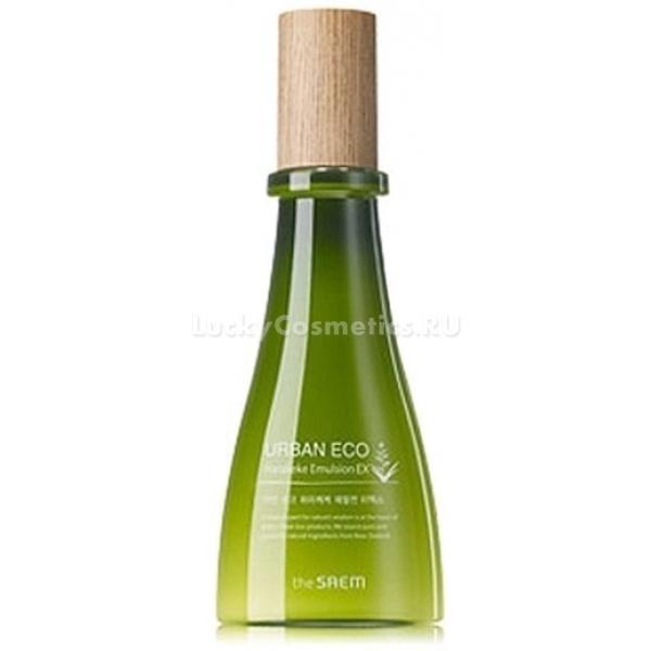 The Saem Urban Eco Harakeke Emulsion EXУхаживающую и питающую кожу эмульсию с вытяжкой из новозеландского льна харакеке можно было бы назвать тем же составом линейки, но только более концентрированным. Но на деле это не так, а формула этого продукта имеет некоторые отличия от аналогичной у своих &amp;laquo;собратьев&amp;raquo;.<br><br>Urban Eco Harakeke Emulsion EX также не имеет в своем составе воды, а содержит вытяжку и отвар льна. Это растение &amp;ndash; основной питающий и увлажняющий агент, который к тому же еще и защищает кожу от развития на ее поверхности патогенной микрофлоры.<br><br>Так же антисептическое действие херакеке дополняется аналогичным, оказываемым экстрактом календулы. И точно так же мед мануки благотворно влияет на все типы кожи: дарит влагу сухой, выравнивает баланс ее для кожи жирной и тонизирует нормальную.<br><br>Но есть в составе этого средства одна изюминка. Это масло макадами. Его обязанность &amp;ndash; увлажнять и смягчать, дарить непревзойденный комфорт и нежную бархатистость, которую всегда хочется ощущать тактильно.<br><br>Обогащенное маслом макадами, это средство питает и увлажняет, воздействует направленно и концентрированно.<br><br>&amp;nbsp;<br><br>Объём: 140 мл<br><br>&amp;nbsp;<br><br>Способ применения:<br><br>На кожу нанести средство с новозеландским льном в количестве нескольких капель. Промассировать и позволить впитаться.<br>