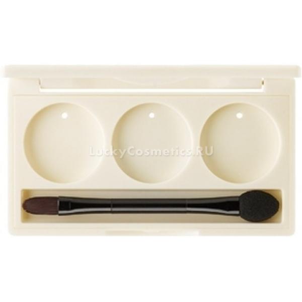 The Saem Eyeshadow Container  HolesЮжнокорейская косметическая фирма The Saem разработала удобный контейнер для теней на три тона. Изделие выполнено из качественного пластика. С его помощью можно создать свою индивидуальную неповторимую палетку теней.<br><br>Контейнер оснащен круглыми отверстиями. В них идеально входят тени серии Saemmul. Косметический аксессуар станет помощником во время путешествий. Он дает возможность не брать все средства с собой, а выбрать самые необходимые и скомпоновать из них палетку.<br><br>Контейнер укомплектован специальной компактной кисточкой для создания красивого, гармоничного макияжа. Она изготовлена из качественного ворса. На обратной стороне – оснащена удобным спонжем. С помощью этой кисточки тени от бренда The Saem отлично поддаются нанесению и растушевке.Объём: 1 штСпособ применения:Три цвета моно-теней аккуратно вставить в контейнер. Для создания макияжа использовать кисточку.<br>