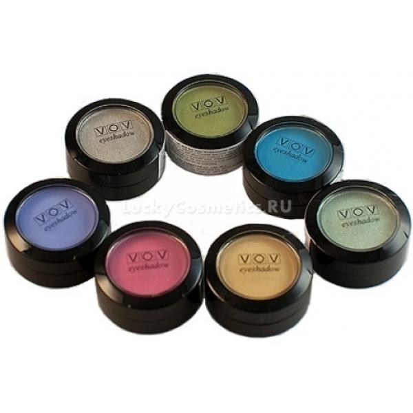 Тени для глаз VOV Eye Shadow SmallТени для век от южнокорейского производителя косметики VOV - это залог изысканного и стойкого макияжа глаз. Разнообразие оттенков удивит даже профессиональных визажистов. Множество интенсивных цветов с блестящим и матовым финишем было достигнуто благодаря точной дозировке перламутра и красящих пигментов.<br><br>Тени обладают нежной, но довольно плотной текстурой, которая обеспечивает идеально ровное покрытие век. Воспользовавшись декоративным средством, вы получите необыкновенно насыщенный цвет, который придаст взгляду четкость, открытость и выразительность.<br><br>Еще одним преимуществом продукта является его отличная стойкость. Наносить тени при необходимости можно в несколько слоев. Они не тускнеют на протяжении всего дня, не скатываются и не осыпаются. Для создания ультралегкой текстуры производитель использовал инновационную технологию Micrо-Fusion.<br><br>Тени не раздражают кожу век и не сушат ее. Их без опасений могут использовать обладатели сверхчувствительной кожи. Смывается макияж глаз любым средством для снятия декоративной косметики. Тени помещены в прозрачную баночку, что позволяет, не открывая ее, находить необходимый оттенок.<br><br>&amp;nbsp;<br><br>Объём: 2,5 г<br><br>&amp;nbsp;<br><br>Способ применения:<br><br>Накладывать тени необходимо с помощью аппликатора или специальной кисточки &amp;ndash; от середины века к наружному уголку глаза, постепенно усиливая интенсивность оттенка.<br>