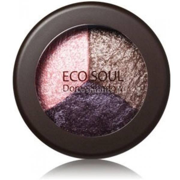 The Saem Eco Soul Dome ShadowШикарные тройные тени для век терракотового цвета The Saem Eco Soul Dome Shadow обладают нежнейшей шелковистой структурой. Благодаря этому и хорошо подобранным оттенкам любой их владелице не составит труда создать актуальный дымчатый макияж.<br>Мягкая кремовая структура теней придает им нежный блеск и помогает создавать профессиональный вечерний макияж. Тройные тени ложатся на веки ровным бархатистым слоем, увлажняя ее.<br>В составе теней содержатся микроскопические пигменты, благодаря которым их цвет становится более насыщенным и стойким. Также там имеются мельчайшие перламутровые частицы, с их помощью можно с легкостью скорректировать форму глаз, рассеять вокруг них натуральное сияние и подчеркнуть их натуральную красоту. Эта линия теней представлена следующими вариациями — Fantasy, Moca, Gold Green, Smoky и Orange Green.Объём: 6 грСпособ применения:В первую очередь на кожу всего подвижного века наносится светлый тон теней, создать эффект глубины им поможет полутемный тон. Третий темный цвет поможет правильно расставить акценты и подчеркнет естественную красоту глаз.<br>