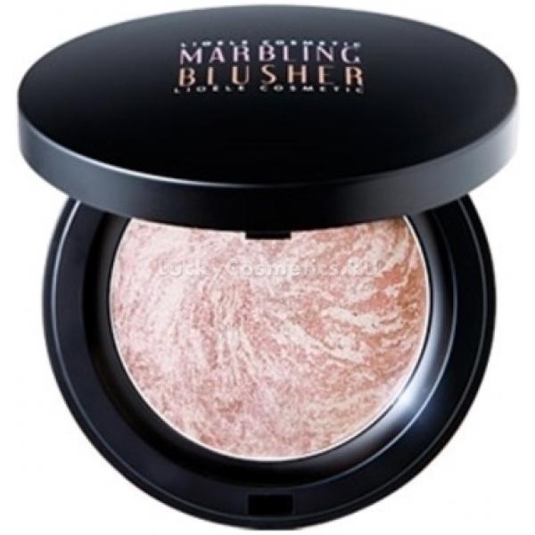 Lioele Marbling Blusher Lovely PinkСияющие румяна от Lioele отлично подчеркнут ваш естественный тон и станут идеальным завершением любого образа! Они обеспечивают выразительный, здоровый румянец лица, а при грамотном нанесении способны визуально сузить лицо и скрыть некоторые недостатки.<br><br>Инновационный метод запекания Marbling Pink позволяет сохранить в них все полезные свойства, что так ценится корейскими красавицами. К тому же разноцветные компоненты, запеченные вместе, обеспечивают непревзойденный оттенок на лице.<br><br>Румяна создают эффект трехмерного сияния, покрывают лицо нежным сияющим румянцем и делают его свежим и притягательным. Их легко наносить и растушевывать, а качественная текстура не позволить румянам осыпаться.<br><br>Натуральные ингредиенты, из которых целиком состоит Blusher Lovely, не закупоривают поры, не сушат и не раздражают кожу, а также обеспечивают доступ кислорода, а также защищают кожу от ультрафиолета. Подходит для чувствительной кожи, гипоаллергенно.<br><br>&amp;nbsp;<br><br>Объём: 15 гр.<br><br>&amp;nbsp;<br><br>Способ применения:<br><br>Нанести на те части лица, которые нужно оттенить. Можно также исользовать на веках и губах.<br>