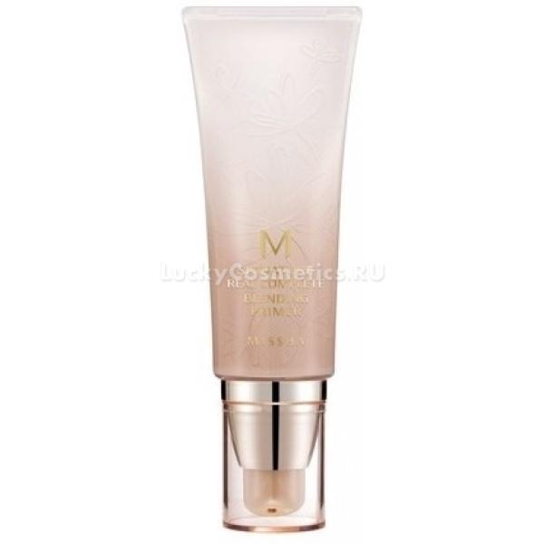 Missha M Signature Real Complete Blending PrimerДанная база для макияжа делает кожу, словно подсвеченной изнутри и ровной. Эта особенность средства достигается за счёт добавления в него жемчужной пудры. Чрезвычайно тонкими пластинками, находящимися в основе, отражается свет, в результате чего лицо приобретает сияние. Кроме того, база оказывает на кожу лечебный эффект, а именно уменьшает противовоспалительные процессы, укрепляет, заживляет микроповреждения, освежает. В состав увлажняющей основы под визаж M Signature Real Complete Blending Primer входит экстракт улитки, содержащий эластин, коллаген, витаминный комплекс, аллантоин, гликолевую кислоту, натуральные противомикробные компоненты. Все вещества благотворно воздействуют на кожу:<br><br><br>Витамины улучшают состояние эпидермиса, замедляя возрастные изменения, налаживают процессы восстановления клеток, являются антиоксидантами.<br>Коллаген и эластин &amp;ndash; белки, которые обеспечивают упругость. Принимают участие в увлажнении, поскольку препятствуют испарению воды, связывая её.<br>Алантоин и гликолевая кислота способны растворить слой кератина и тем самым удалить ороговевшие клетки. В результате кожа омолаживается.<br><br><br>&amp;nbsp;<br><br>Объём: 45 мл<br><br>&amp;nbsp;<br><br>Способ применения:<br><br>Легко и аккуратно наносить на чистое лицо. Можно использовать средство самостоятельно, а также вместе с бб кремом.<br>