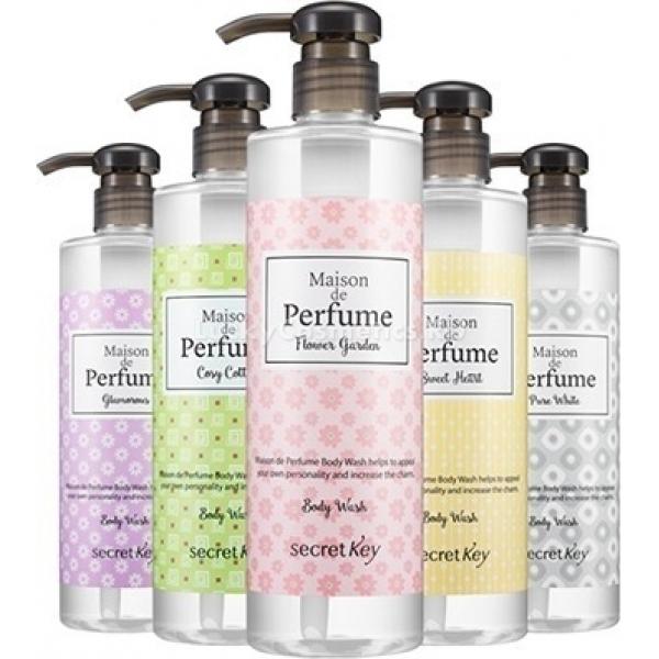 Secret Key Maison De Perfume Body WashКоллекция нежных гелей для душа от Secret Key создана для чувственных и утонченных представительниц прекрасного пола. Гель бережно удаляет загрязнения на коже, дарит непревзойденное чувство свежести и бесподобный аромат коже. Содержит уникальную увлажняющую формулу для поддержания нормального увлажнения кожи и ухода за ней. Линейка представлена пятью вариантами:<br><br><br>Cosy Cotton - чудесный мягкий аромат цветков хлопка приятно расслабляет и приносит чувство умиротворения и спокойствия. Идеален для вечернего душа после тяжелого дня.<br>Flower Garden - пробуждает чувственность благодаря ноткам бергамота и розы. Удивительный аромат цветущего сада подарит превосходное настроение.<br>Glamorous - сочетание ванили и тропических фруктов способствует романтическому настроению и пробуждает самые смелые фантазии.<br>Pure White - нотки белой фрезии для женственной, утонченной красавицы. Помогает расслабиться и ощутить себя поистине божественной.<br>Sweet Heart - с мягкими древесными и мускусными нотками. Аромат придает уверенности и превосходно освежает.<br><br><br>Гель создает воздушную пену, которая невероятно нежно окутывает, словно облаком, тело, дарит чистоту и уникальный аромат, способный подчеркнуть вашу женственность и утонченность. То, что нужно для моментов наедине с собой.<br><br>&amp;nbsp;<br><br>Объём: 500 мл<br><br>&amp;nbsp;<br><br>Способ применения:<br><br>Нанести гель на губку или непосредственно на тело, вспенить, помассировать, затем смыть водой.<br>