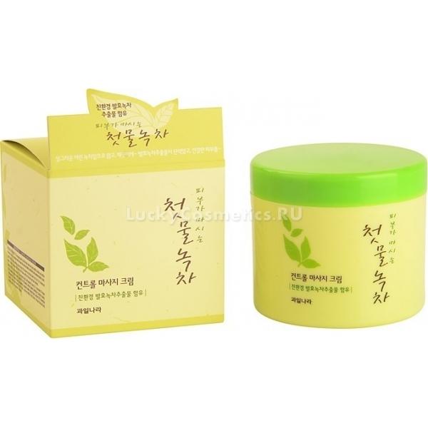 Welcos Green Tea Control Massage CreamСпециальный крем Green Tea Massage от корейской марки превращает массаж лица в невероятно расслабляющую и приятную церемонию. Это средство во время релакс-процедуры обеспечит плавность и легкость прикосновений.<br><br>В составе крема содержится экстракт зеленого чая. Полученная путем ферментации вытяжка оказывает на кожу антибактериальное действие. Ценный косметический ингредиент с большим количеством антиоксидантов и биостимуляторов успокаивает раздраженную кожу, благоприятное влияет на текстуру и улучшает цвет.<br><br>Массаж с азиатским чудо-кремом от Welcos усилит кровообращение, окажет дренажный эффект. За очень короткий промежуток времени вы заметите, что улучшилось общее состояние кожи. Вы избавитесь от отеков, земляного цвета кожи, дряблого овала лица. Также очистятся расширенные поры и станут заметно меньше.<br><br>Массажное средство сводит на нет риск растяжения кожи. Его ценные компоненты во время процедуры глубоко проникают в кожу и стимулируют ее восстановление на клеточном уровне. После использования средства с кожи волшебным образом исчезают все шелушения.Объём: 300 грСпособ применения:Крем нанесите на сухую чистую кожу лица. После массажа остатки удалите с помощью мягкой салфетки. Затем умойтесь водой.<br>