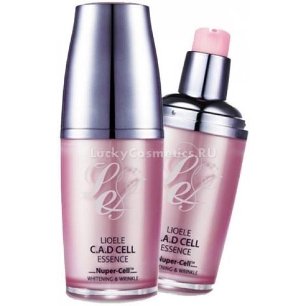 Lioele CAD Cell EssenceLioele C.A.D CELL Essence является ярким представителем одноименной серии от корейского бренда Lioele. Эликсир предназначен для пигментированной, тусклой и зрелой кожи с первыми признакам старения. Средство тонизирует и насыщает кожу витаминами, устраняет пигментацию, высветляет веснушки.<br><br>В состав эликсира входит уникальный растительный компонент &amp;mdash; Nuper-cell, он активирует естественную выработку камбиальных (стволовых) клеток кожи, разглаживает и увлажняет ее. Средство эффективно борется с глубокими и мелкими морщинами, выравнивает кожную поверхность и восстанавливает поврежденные участки.<br><br>Омолаживающее средство обладает нежной, шелковистой текстурой, оно мягко воздействует на кожу, действуя изнутри и устраняя видимые проблемы. Активные растительные компоненты средства способствуют уменьшению всех признаков старения и увядание кожи, в том числе пигментации. Они проникают в клетки кожи, активизируют процесс их деление, что приводит к быстрому обновлению эпидермического слоя.<br><br>Стволовые растительные клетки в составе средства очень полезны для кожи, действие их аналогично человеческим эпидермальным клеткам. Они невероятно эффективны в борьбе с основными признаками старения, такими как &amp;ndash; морщины, &amp;laquo;гусиные лапки&amp;raquo;, сухость и вялость кожного покрова.<br><br>Если средство применять регулярно, то кожа полностью обновляется, морщинки разглаживаются, она выглядит свежей и сияющей.<br><br>&amp;nbsp;<br><br>Объём: 50 мл<br><br>&amp;nbsp;<br><br>Способ применения:<br><br>Небольшое количество эликсира выдавите на ладонь, нанесите на лицо и разотрите, мягко массируя кожу. Для достижения наибольшего эффекта от действия средства, можно потереть ладони друг о друга и прижать на пару секунд к лицу.<br>