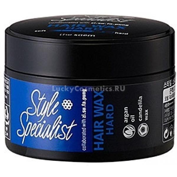 The Saem Style Specialist Hard WaxМоделирующий воск The Saem Style Specialist Hard Wax является надежным помощником в создании модного и неповторимого образа. Данное средство обеспечивает укладке надежную фиксацию, при этом оно не склеивает и не утяжеляет волосы, а подчеркивает их естественную текстуру.<br><br>Главная особенность этого воска заключается в том, что создает эластичную фиксацию, благодаря чему можно видоизменять прическу в любое время. Еще один положительный момент &amp;ndash; данное средство служит волосам надежной защитой от различных агрессивных воздействий. А еще он отлично увлажняет волосы, делает их красивыми, шелковистыми и послушными. В составе воска находиться масло арганы, благодаря которому можно без труда избавиться от перхоти. Это вещество также улучшает рост волос, придает им силу и блеск.<br><br>&amp;nbsp;<br><br>Объём: 60мл<br><br>&amp;nbsp;<br><br>Способ применения:<br><br>Воск следует нанести на ладонь в малом количестве и слегка растереть его и нанести на волосы, благодаря маслянистой структуре он равномерно и легко ляжет на прядь. Далее следует придать нужную форму и объем волосам. Это средство без труда смывается теплой водой, облегчая расчесывание волос.<br>