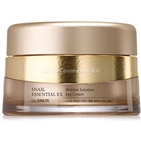 The Saem Snail Essential EX Wrinkle Solution Eye CreamТонкая кожа под глазами и на веках нуждается в дополнительном уходе, поскольку более чувствительна к агрессивному воздействию внешних факторов. Залог здоровья и молодости кожи &amp;ndash; это увлажнение, поэтому главными компонентами антиэйдж-косметики являются вещества, сохраняющие гидробаланс. В составе антиэйдж-крема от The Saem содержится комплекс ягодных экстрактов, гиалуроновая кислота и 50%-экстракт муцина золотой улитки, которые отлично справляются с задачами увлажнения, питания кожи и выравнивания ее текстуры.<br><br>Коллаген и аденозин возвращают коже упругость и эластичность, а кроме того &amp;ndash; избавляют от &amp;laquo;старческих&amp;raquo; пятнышек, которые могут появиться при контакте ослабленных клеток дермы с ультрафиолетовым излучением.<br><br>Осветляется общий тон кожи, за счет разглаживания рельефа она обретает сияние и выглядит значительно моложе. При этом сводится к минимуму риск возникновения мимических морщинок в уголках глаз и под ними.<br><br>&amp;nbsp;<br><br>Объём: 30 мл<br><br>&amp;nbsp;<br><br>Способ применения:<br><br>Нанесение на чистую кожу периорбитальной области производится мягкими похлопываниями мизинца левой руки. Давление при этом должно быть минимальным, чтобы не травмировать эпидермис и не растянуть кожу, что может спровоцировать появление морщин. Если после нанесения и впитывания первого равномерного слоя вы все еще наблюдаете сухость и дискомфорт, нанесите средство повторно.<br>