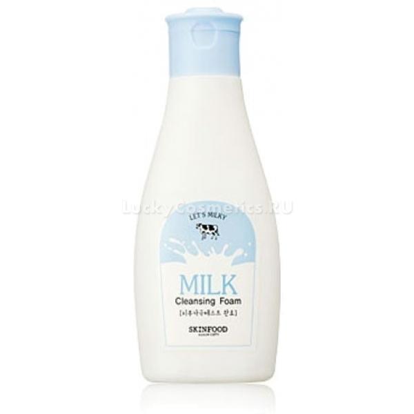 Skinfood Milky Milk Cleansing FoamЕще древнеегипетская красавица Клеопатра знала о целебных свойствах молока и регулярно принимала молочные ванны. В корейской очищающей пенке от Skinfood сконцентрированы наиболее полезные для кожи компоненты молока – молочные протеины.<br>Молочные протеины имеют богатый аминокислотный состав, что помогает клеткам расти и делиться, образуя более плотный слой эпидермиса кожи. Кроме того, протеины обладают антибактериальными свойствами, усиливая локальный иммунитет против инфекций, что особенно актуально для проблемной кожи с акне и другими высыпаниями, которые провоцируют бактерии.<br>Средство подходит для деликатного ухода за сухой и чувствительной кожей, склонной к шелушениям и образованию сеточки мелких морщин. Увлажняет и смягчает ее, не оставляя ощущения стянутости, при этом отлично вытягивает загрязнения из пор, растворяет кожный жир и ежедневные загрязнения.Объём: 130 млСпособ применения:Вспеньте средство, наберите в ладони густой пены и массируйте лицо три минуты. Уделите особое внимание зоне Т, где обычно кожа имеет расширенные поры с видимыми загрязнениями. Умойтесь под проточной теплой водой и обработайте кожу тонером.<br>