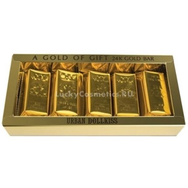 Baviphat Urban Dollkiss Agamemnon K Gold Bar SetНабор состоит из пяти кусочков мыла, выполненных в виде золотых слитков. Данное мыло обладает уникальными омолаживающими свойствами. Urban Dollkiss Bar Set придают коже сияние, мягкость, гладкость и бархатистость.<br><br>Частицы золота избавляют от омертвевших клеток, улучшают микроциркуляцию крови, активизируют синтез коллагена, предотвращают потерю влаги клетками кожи, ускоряют процессы клеточного обновления, способствуют большей проницаемости полезных веществ в глубину эпидермиса.<br><br>Ценные масла в составе Agamemnon 24K Gold дают полноценное интенсивное питание коже, смягчают ее и делают более ухоженной.<br><br>Коллаген придает коже упругость, тонизирует ее, укрепляет, разглаживает морщинки и подтягивает контуры лица.<br><br>Мыло абсолютно безвредно даже для кожи склонной к появлению раздражений.<br><br>&amp;nbsp;<br><br>Объём: 100 гр. * 5 шт.<br><br>&amp;nbsp;<br><br>Способ применения:<br><br>Смачивать мыло, вспенивая его в руках, после чего наносить полученную пенку на лицо массажными движениями, затем смыть при помощи теплой воды.<br>