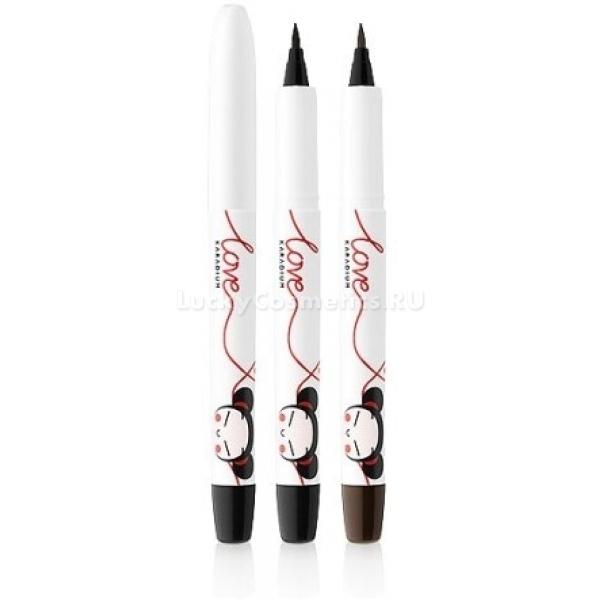 Karadium Pen Eyeliner Pucca EditionСтрелки &amp;ndash; это универсальный прием, с помощью которого можно сделать глаза более выразительными, а образ законченным. Главное условие любых стрелок заключается в том, чтобы они были аккуратными и четкими. Добиться этого поможет лайнер Pen Eyeliner Pucca Edition в удобном формате фломастера.<br><br>Пользоваться им также просто, как обычным карандашом. Продукт высокопигментированный, дает яркий и плотный цвет. Кисточка лайнера очень мягкая, не царапает кожу, распределяет средство равномерно. Благодаря ее заостренной форме можно создавать стрелки любой толщины и формы.<br><br>Продукт стойкий, держится в течение дня хорошо, не крошится, не размазывается. Он устойчив к стиранию и влажной погоде, достойно переносит любые ваши эмоции. С такой подводкой вы можете быть уверенны, что в ответственный момент ваш макияж останется безупречным!<br><br>Лайнер представлен в двух вариантах:<br><br>Black;<br><br>Brown.<br><br>&amp;nbsp;<br><br>Объём: 1 гр.<br><br>&amp;nbsp;<br><br>Способ применения:<br><br>Провести ровную, четкую линию вдоль роста ресниц от внутреннего уголка глаза к внешнему. По желанию оставить длинный или короткий хвостик стрелки.<br>