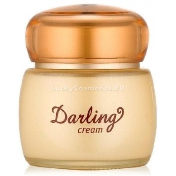 Улиточный крем Etude House Darling Snail CreamУлиточный крем Etude House Darling Snail Cream предназначен для увлажнения всех типов кожи, включая атопичную.<br>Крем имеет нежнейшую текстуру и ненавязчивый аромат, восстанавливает защиту клеток кожи от неблагоприятного воздействия внешних факторов и стрессовых ситуаций.<br>Систематичное применение крема обеспечит вашей коже упругость и здоровый, жизненный цвет. На этом способности данного продукта не заканчиваются – основным ингредиентом крема является экстракт улиточной слизи, она способствует уменьшению размера пор, снятию воспалений, разглаживанию шелушений и высветлению следов после угрей.<br>Состав улиточного секрета содержит целый комплекс аминокислот, обеспечивающих производство новой соединительной ткани, поэтому крем достаточно эффективен в отношении исчезновения растяжек и рубцов.<br>Помимо всего прочего улиточная слизь содержит:<br>Коллаген и эластин – эти компоненты достаточно эффективно насыщают клетки кислородом, удерживают влагу внутри кожи, посредством создания на ее поверхности тонкой воздухопроницаемой пленки.<br>Аллантоин – оказывает успокаивающее и заживляющиее действие, придает коже шелковистость и подтянутость, предупреждает возникновение келойдных рубцов.<br>Комплекс витаминов А, С, Е, В6, В12, способствует предупреждению аллергических реакций, повышает тонус кожи, оказывает осветляющий и антивозрастной эффект, хорошо ухаживает за проблемной кожей, способен регулировать выделение кожного жира, укрепляет сосуды, исключает воздействие на кожу вредных УФ лучей, обновляет клетки и поддерживает в них оптимальный гидро-баланс.<br>Гликолевая кислота способствует бережному отшелушиванию омертвевших клеток кожи, очищает сальные протоки, облегчает проникновение других компонентов вглубь кожи.<br>Кроме вышеперечисленных ингредиентов крем содержит разнообразные экстракты растений и фруктов:<br>Абрикоса.<br>Алоэ.<br>Лакрицы.<br>Амарантуса.<br>Вяза японского.<br>Портулака.<br>Также в нем присутствует гиалурон