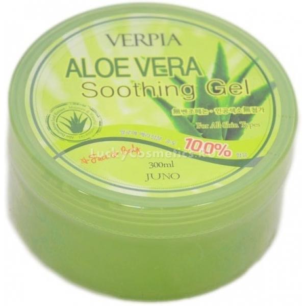 Juno Aloe Vera Soothing GelУниверсальное и невероятно эффективное средство для ухода за кожей, которое можно использовать всей семьей - и детям, и взрослым. Приятный по текстуре гель с высокой степенью увлажнения от Juno займет достойное место на вашем туалетном столике. Основой его питательного состава является экстракт алоэ вера, содержание которого составляет около 95 %. Действуя комплексно, алоэ отлично восстанавливает структурные повреждения клеток, обеспечивает правильное и достаточное увлажнение, стимулирует выработку внутри тканей эластина и восполняет нехватку коллагена. Гель хорош для заживления ранок, ожогов, раздражений, всевозможных царапинок, а также укусов. Он отлично впитывается, не оставляет чувства липкости и следов, придает коже повышенный тонус, гладкость и приятную мягкость. Пригоден для ухода не только за кожей тела, лица, но и волос.Объём: 300 млСпособ применения:Нанести гель на кожу, равномерно распределить по всей поверхности. Нанести на влажные волосы, оставить на 10-15 мин., после чего смыть.<br>