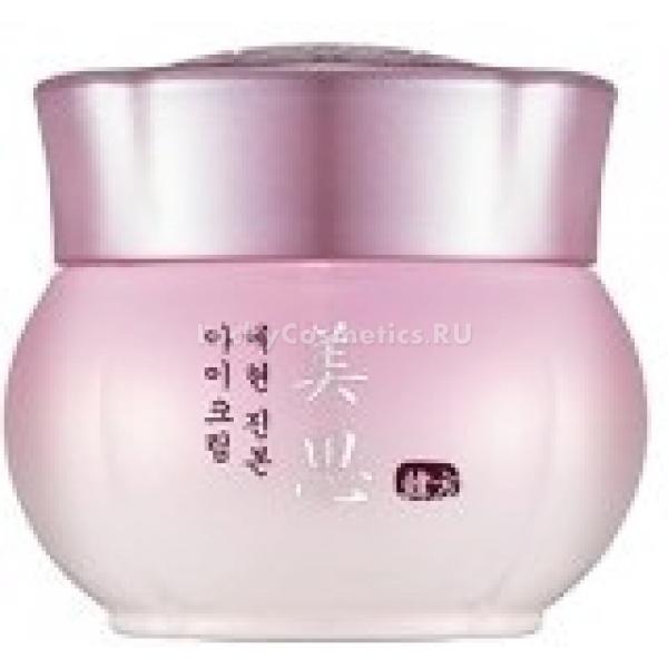 Missha Misa Yei Hyun Eye CreamРазработанный косметологами Missha крем для век с эффектом омоложения и питания Misa Yei Hyun Eye Cream обладает уникальной способностью &amp;ndash; он &amp;laquo;стирает&amp;raquo; следы возраста, усталости с кожи век. Это сделает ваш взгляд сияющим и подарит свежий и отдохнувший вид.<br><br>В основе косметической формулы средства &amp;ndash; экстракт корня сосны красной японской. Это дерево отличается выносливостью и высокой способностью выживать даже в самых экстремальных природных условиях. Устойчивостью к неблагоприятным воздействиям наделяет этот эликсир и кожу. Также этот компонент состава выступает омолаживающим агентом и помогает избавиться от провисания кожи и морщинок.<br><br>Вытяжка из корня женьшеня &amp;ndash; еще один антивозрастной экстракт, благодаря которому возобновляется процесс образования коллагеновых волокон в коже. Тонус ее становится нормальным, и внешний вид существенно улучшается.<br><br>Вытяжка из восточного растения рехмании &amp;ndash; очищающий компонент состава. Она благоприятно влияет на микроциркуляторное русло, и к клеткам эпидермиса и дермы в ускоренном ритме поставляются кислород и питательные вещества.<br><br>Гриб мацутакэ (экстракт) &amp;ndash; целебный компонент, способствующий избавлению от возникающих с возрастом пигментных пятен.<br><br>В составе омолаживающего и питающего кожу крема для век &amp;ndash; более 10 других экстрактов восточных трав. Этот комплекс обеспечивает интенсивное влияние на кожу и помогает скорее добиться эффекта.<br><br>&amp;nbsp;<br><br>Объём: 30 мл<br><br>&amp;nbsp;<br><br>Способ применения:<br><br>На кожу век после ее очищения нанесите омолаживающий питательный крем.<br>