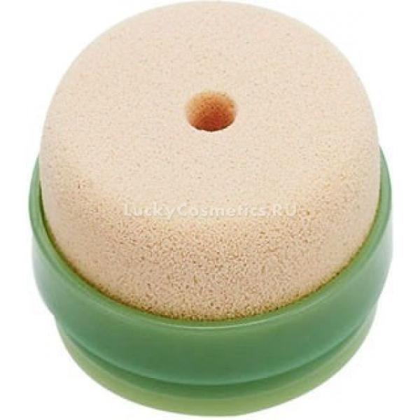 Skinfood Agabe BB Cream SpongeЧтобы облегчить нанесение тональных средств и сделать их расход более экономичным Skinfood предлагает специальный спонж на основе микропористого полимерного материала. Этот удобный инструмент для гигиеничного распределения по коже жидкой тональной основы и ББ-крема. Спонж поставляется в пластиковом футляре-основе, что облегчает его использование &amp;ndash; контакт рук с кремом исключается, поэтому нет риска занести патогенные микроорганизмы на кожу лица и спровоцировать высыпания.<br><br>В числе других преимуществ спонжа &amp;ndash; простота в использовании, компактность, гипоаллергенный материал. Микропористый полимер нежный на ощупь и не вызывает раздражения при контакте с кожей, обеспечивает тончайший слой и деликатную растушевку при нанесении, чего сложно добиться используя кисть или пальцы.<br><br>&amp;nbsp;<br><br>Объём: 1 шт.<br><br>&amp;nbsp;<br><br>Способ применения:<br><br>Если тональная основа имеет слишком плотную текстуру, которая тяжело набирается спонжем, его рекомендуется слегка увлажнить и отжать &amp;ndash; полученный слой будет идеально равномерным и тонким. После каждого употребления спонж промывают теплой мыльной водой и высушивают естественным путем, желательно под действием солнечного света, так как ультрафиолет уничтожает бактерии.<br>