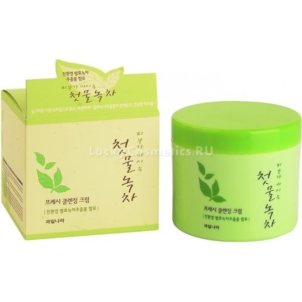 Welcos Green Tea Fresh Cleansing CreamРоскошный крем с экстрактом зеленого чая от Welcos станет вашим любимчиком среди других средств по уходу за лицом. Его освежающая текстура преображает кожу уже после первого применения. Крем отлично справляется с загрязнениями, в том числе с декоративкой.<br><br>Состав средства на 20% состоит из экстракта зеленого чая, полученного путем ферментирования. Этот противовоспалительный компонент заботливо защищает кожу от раннего старения, успокаивает ее после агрессивного воздействия высоких и низких температур, а также УФ-лучей.<br><br>Крем  Green Tea Fresh при систематическом использовании очистит Вашу кожу от воспалений, наладит работу сальных желез. Ваше личико после применения средства засияет здоровьем и свежестью. Упругая и подтянутая кожа будет радовать вас каждый день.<br><br>Большой формат крема делает его очень экономичным. Очищающий продукт не вызывает сухости и может быть использован для любого типа кожи.Объём: 300 грСпособ применения:Немного крема нанесите на чистую кожу легкими надавливающими движениями. Помассируйте до полного растворения косметики, а остатки средства удалите бумажной салфеткой. После процедуры можете воспользоваться пенкой или просто умыться водой комфортной температуры.<br>