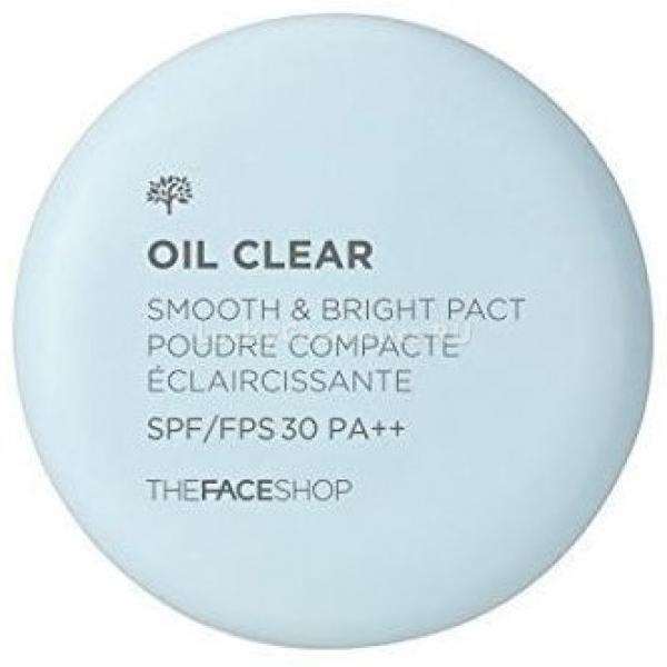 Компактная пудра The Face Shop Oil Clear Smooth&amp;Bright PactЕсли вы хотите иметь сияющее и гладкое лицо, независимо от типа кожи, предлагаем обратить внимание на пудру под названием Oil Clear Pact от The Face Shop. Эта коллекция пудр обеспечивает кожу всеми приятными свойствами: она приобретает нежный естественный оттенок, становится мягкой и бархатистой, благородно матовой. Это особенно актуально для девушек, которые имеют жирную кожу лица. С такой пудрой вы избавитесь от жирного блеска. А в случае проблемной кожи можно с легкостью замаскировать любые несовершенства.<br>В чем секрет пудры? В ее составе присутствует экстракт маш, дарящий успокоительный и противовоспалительный эффект. А также считается, что он смягчает верхний слой кожи и сужает ее поры, обеспечивая более ухоженный и здоровый вид.<br>Также в составе Smooth &amp; Bright присутствует солнцезащитный фильтр – в результате ее применения вы убережете себя от ожогов солнца, неприятной пигментации, нежелательных покраснений.<br>Пудра прекрасно ложится на кожу лица и дарит ему молодость и свежесть. А также обеспечивает длительное ношение макияжа.Объём: 9 гр.Способ применения:Пудра наносится на кожу лица и растушевывается.<br>