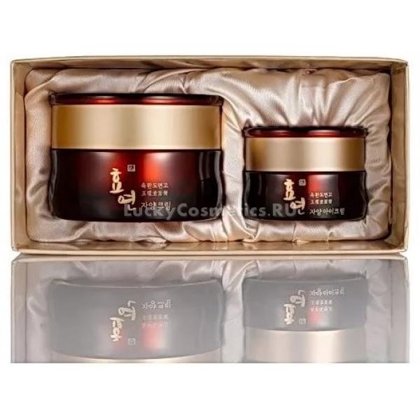 Welcos Hyo Yeon Jayang Eye Cream SetПобалуйте себя или своих близких роскошным подарком от корейской фирмы Welcos! Это сет из двух кремов вокруг глаз премиум-класса для бережного ухода за самой нежной и чувствительной кожей. Набор со вкусом оформлен в подарочную упаковку в изысканных бордовых и золотых оттенках.<br><br>Средства из линейки Hyo Yeon борются за молодость кожи, сокращая проявления возрастных изменений. Кремы объемом 30 и 15 мл содержат в своем составе стволовые клетки лотоса. Этот секретный ингредиент родом с Востока возвращает коже эластичность, разглаживает морщинки и неровности, заставляя кожу светиться изнутри.<br><br>Процесс создания средств из линии отличается внимательным отношением к каждой детали. Так, вода, используемая в кремах, вбирает в себя полезные микроэлементы бамбука, пока отстаивается в специально разработанных бамбуковых контейнерах.<br><br>Регулярное применение Jayang Eye Cream Set с лотосом уменьшает отечность, буквально стирает припухлости и темные круги. За счет этого взгляд снова становится отдохнувшим и открытым. Позвольте себе немного роскоши, и вы засияете здоровьем и красотой!Объём: 30 мл./15 мл.Способ применения:Подушечками пальцев аккуратно нанесите крем на область вокруг глаз, не растягивая кожу.<br>